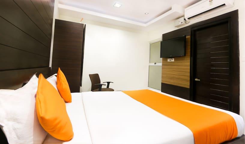 Mango Cozy Hotel Room -Prajwal Bengaluru