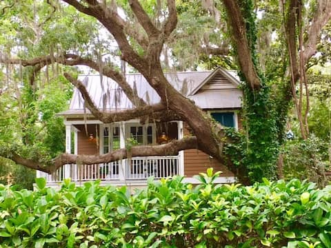 Elegant St. Simons Island Honeymoon Beach Cottage