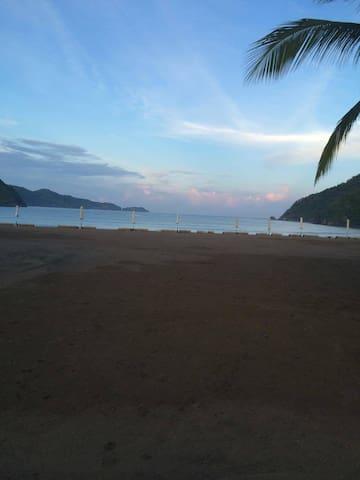 My condotel @ PICO DE LORO BEACH. - Batangas - Condomínio