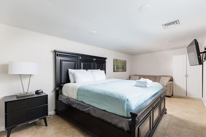 7th bedroom with a queen size bed in the casita