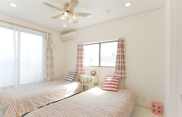 Tidy Spacious House! Easy access to Namba & KIX!
