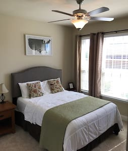 Clean Private Room near Plano - Hus