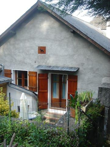 Appartement de montagne avec jardin - Ayzac-Ost - Apartamento