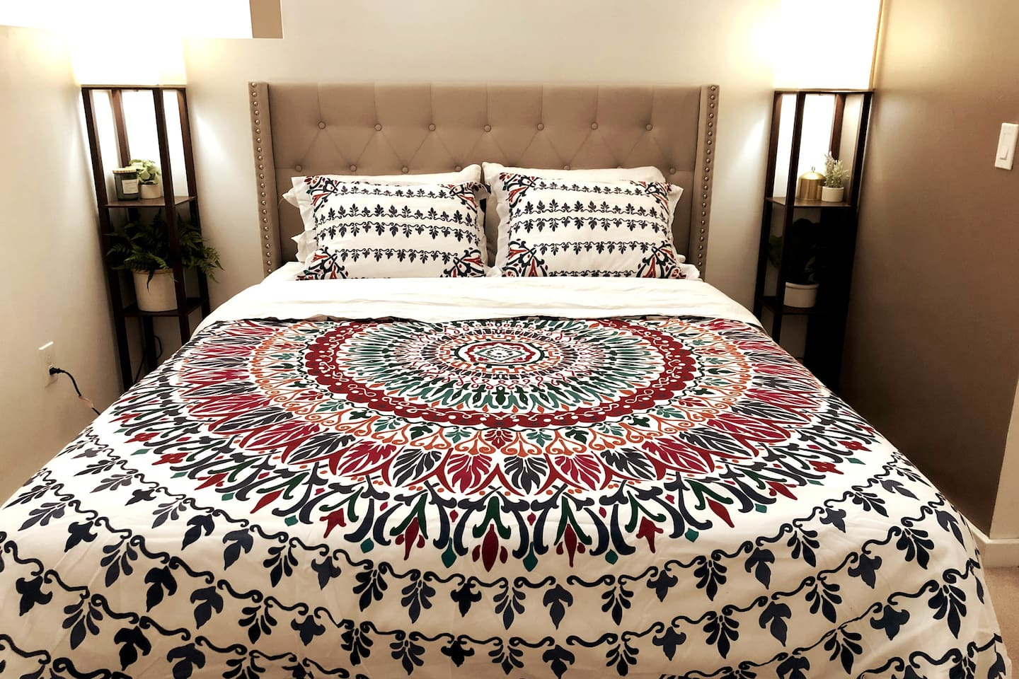 Queen size bed with fresh clean linens! Sheets are always cotton and a medium-high thread count. Beds are medium firmness with a softer pillow-top.