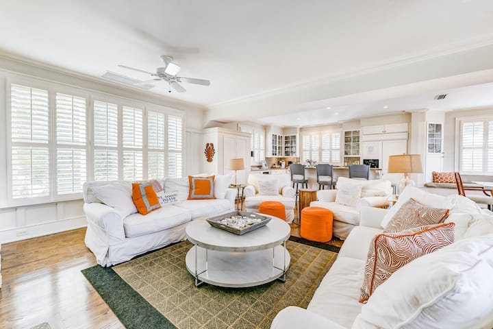 Beach cottage with private pool spa, elevator, ocean views, shared pool access!
