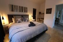 super comfy pillowtop king bed