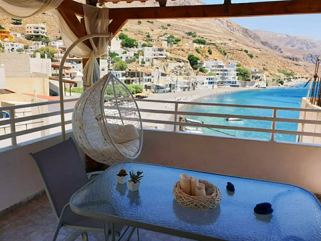 Lovely home ON THE BEACH amazing sea view