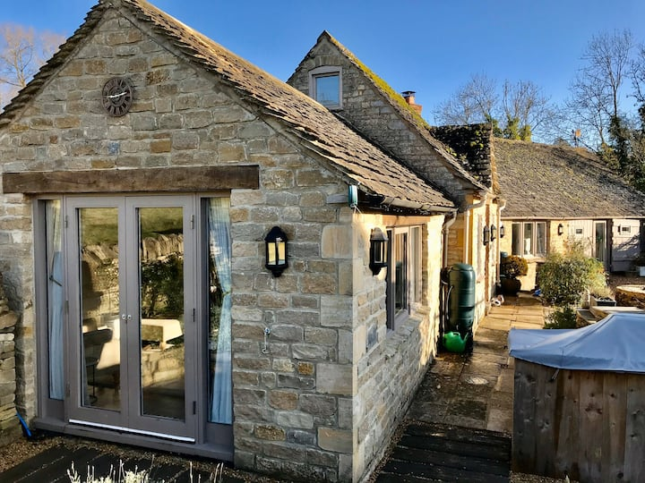 *OLD FORGE* Cotswolds Cottage Nr.Stow-on-Wold