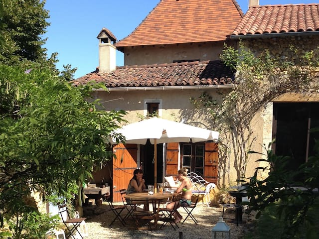 Hilltop Dordogne Retreat - Sourzac - Casa