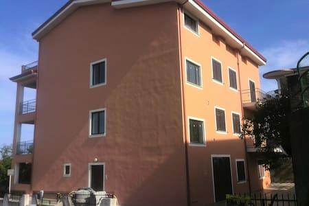 Grande appartamento a Belvedere Mmo - Belvedere Marittimo