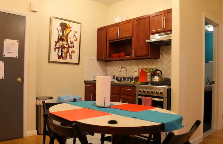 Artsy 2-bdrm apartment Sleeps 6. 1 min from Subway