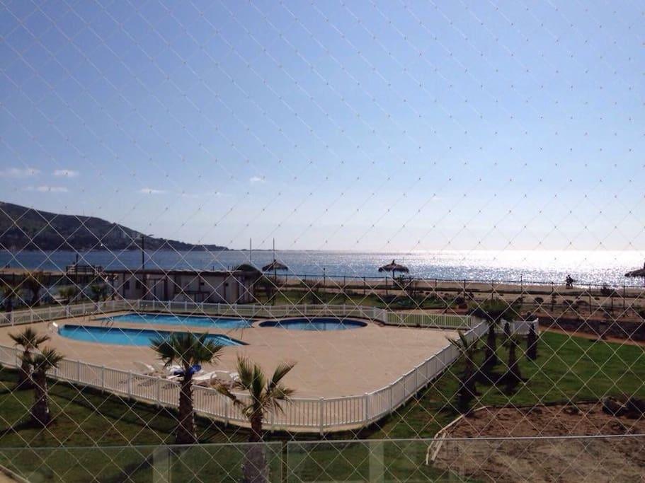 Hermosa vista Vista desde el living. Terraza con malla de seguridad para niños.
