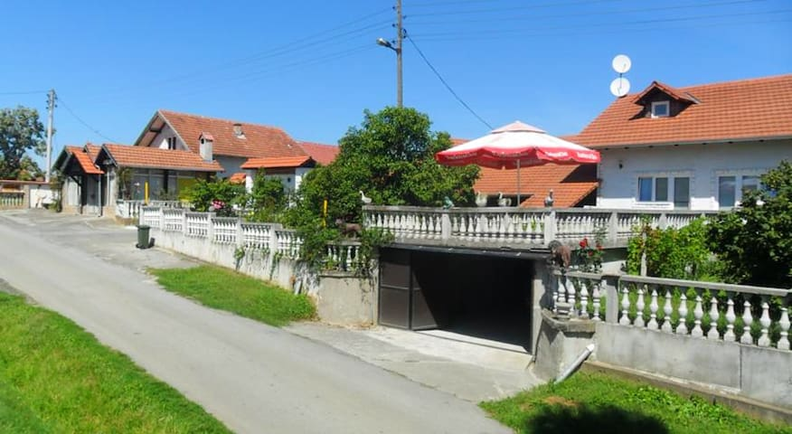 House with 4 bedrooms in Kutina, with enclosed garden and WiFi