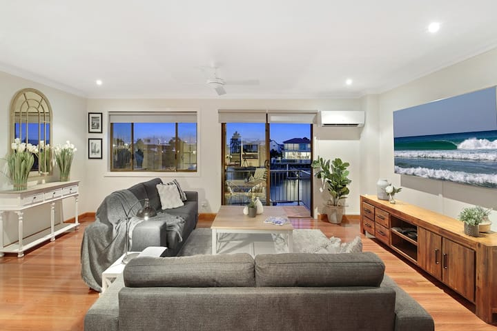 Luxury Apt Pets and their parents. Broadbeach Wtrs