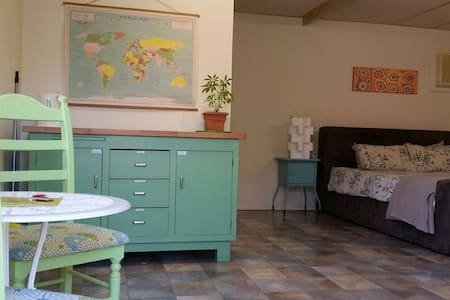 Granny flat 10 minutes to airport