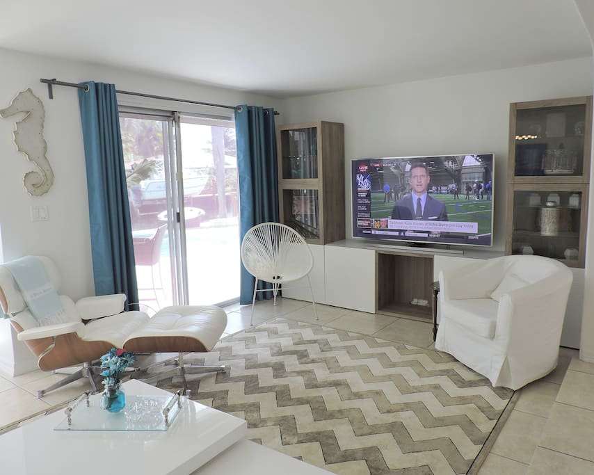 LARGE SCREEN tv IN LIVING ROOM