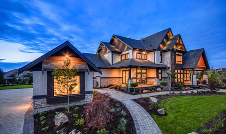 LUXURY HOME IN PRESTIGE HIGH END COMMUNITY