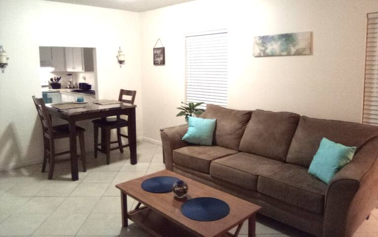 Quiet 3bdrm North Palm Beach Apt