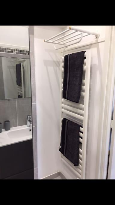Porte serviette chauffant ou vos serviettes vous attendront
