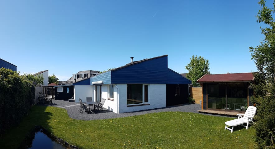LeuksteHuisEgmond, 3 slpkmr,5 pers, grote tuin