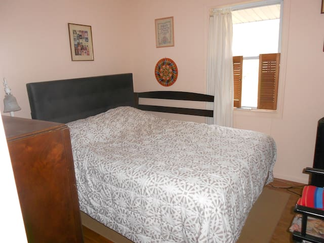 Pink Room perfect for one person, long/short stay
