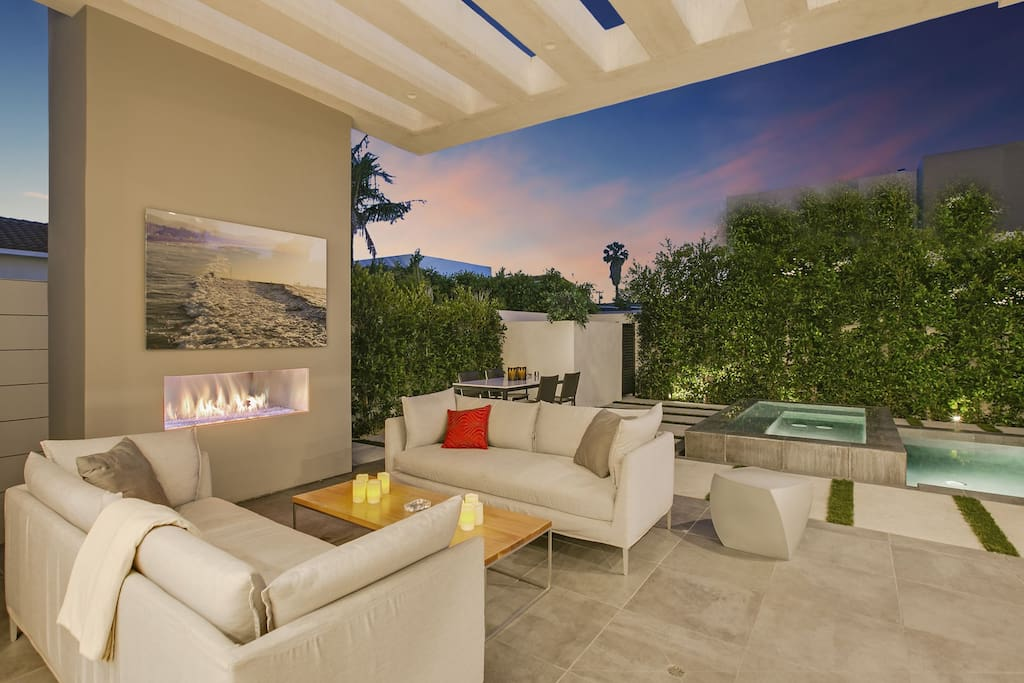 COLORFUL SKYLINES, SUNSETS & FIRE PLACE & OUTDOOR LOUNGE