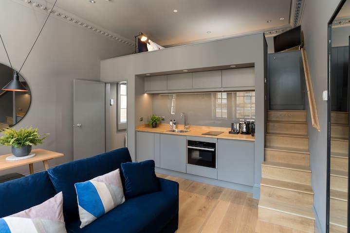 Superior Mezzanine Apartment - Upper Floor No Lift