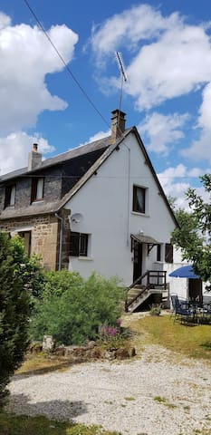 Le Mazerais - 3 Bedroom Cottage in Normandy Basse