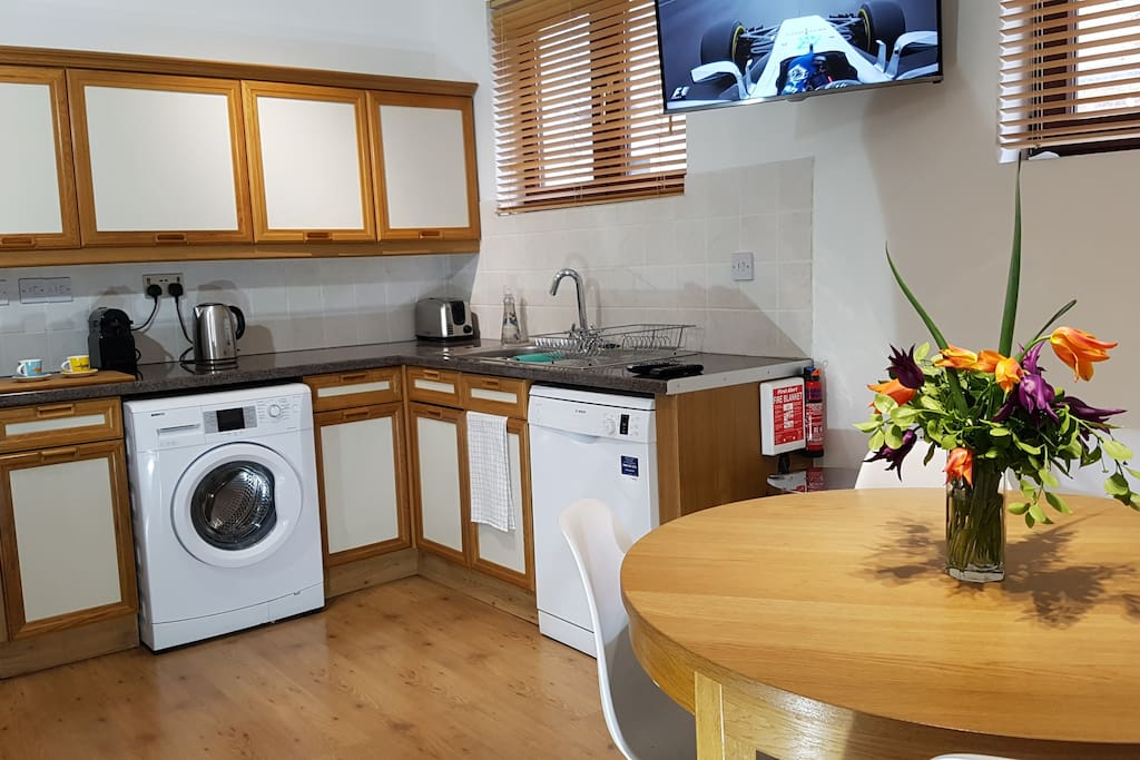 Well stocked kitchen - diner w/Sky TV movies & sports packages