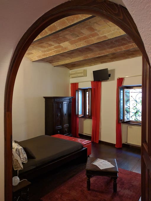 Entrance Double Bedroom - Completely Renovate Stone Ceiling