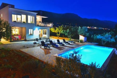 Villa Kaštela with pool - Kaštel Novi