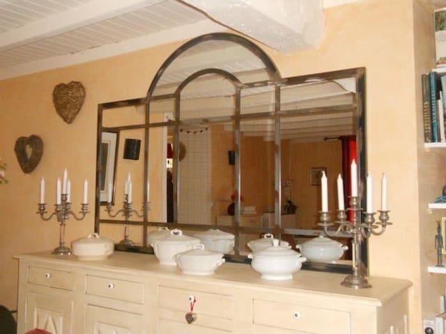 Chambre à l'ombre des tilleuls. - Saint-Martial-de-Vitaterne - Gästehaus