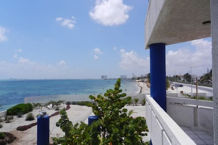 MOST AFFORDABLE OCEAN FRONT - Cancún - Apartment