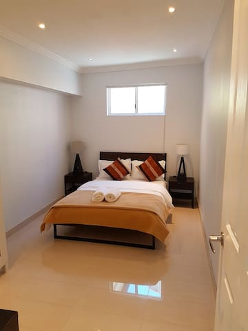 Modern private room in a 2 bedroom granny flat *