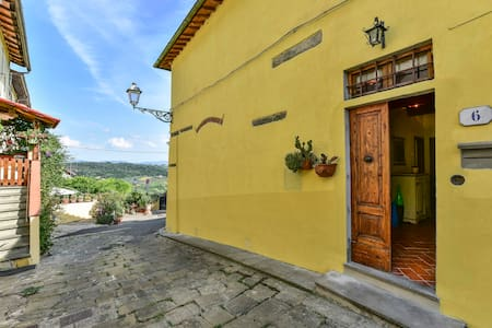 Casa in piccolo borgo storico del Chianti - Romola - Hus