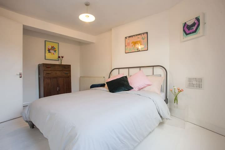 Spacious Double in Shoreditch 2Bed (b)
