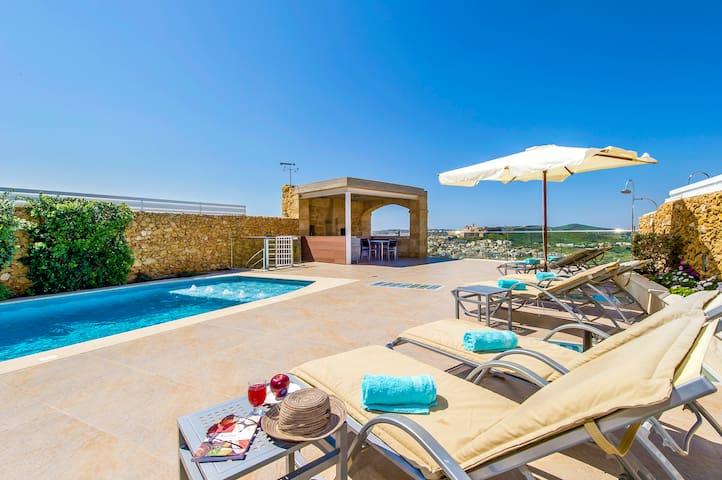 Villa in Xaghra, Indoor Pool, Cinema, Wine Cellar