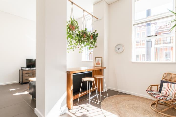 Stylish & Bright Newcastle CBD Apartment