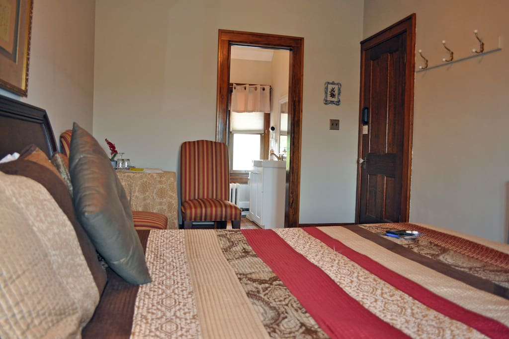 Well appointed guest room with en suite 3 piece bathroom.