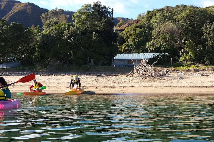 Beachaven REAR Cottage. WiFi & Kayaks - Ligar Bay.