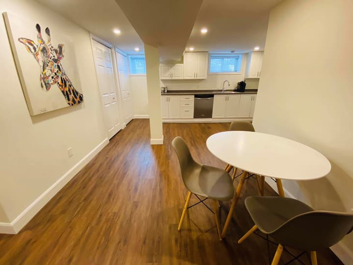Cozy Apt near CHEO, General Hospital and Downtown