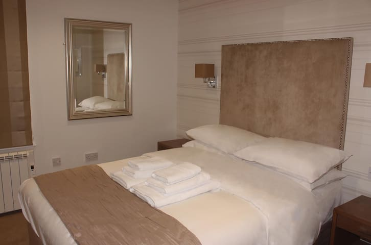 Room 10. Double Ensuite Room With Aircon.
