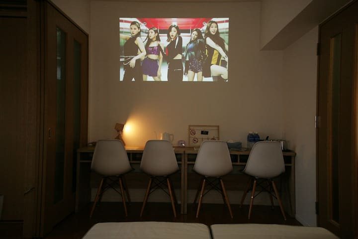You can use the projector to project beautiful views on the wall!★프로젝터를 사용하여 벽에 아름다운 경치를 비춰줄 수 있어요!★プロジェクターを使って、壁に美しい景色を映すことも出来ます!