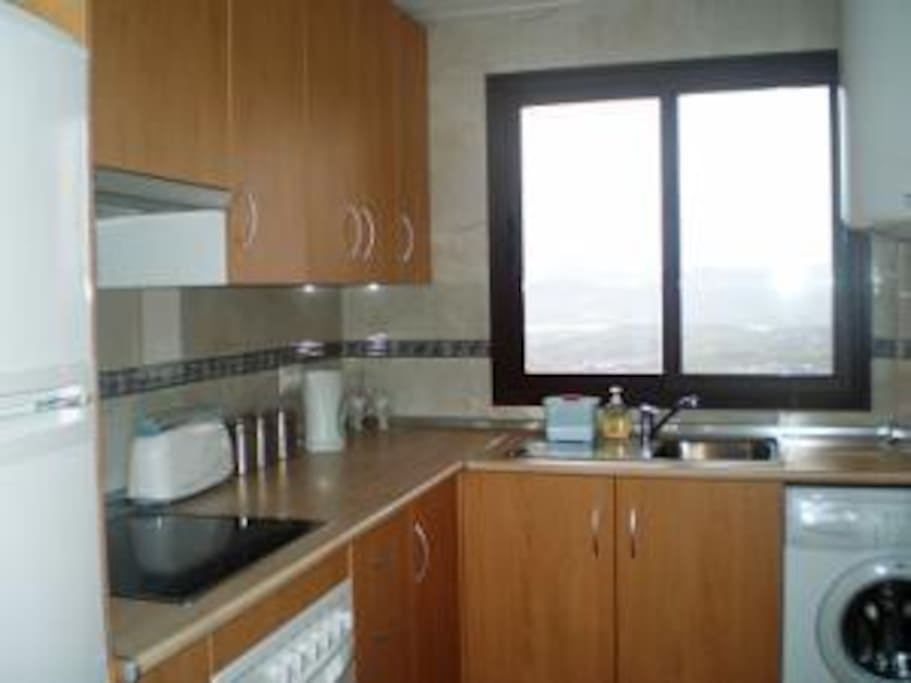 Fitted equipped kitchen