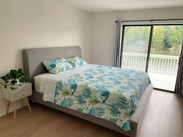 First floor bedroom #1 (Lakeview)