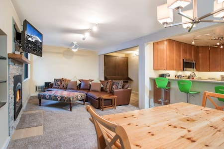 Cozy Modern Condo In Beautiful Mammoth Lakes!