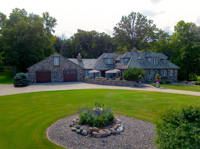 Stone House on the Lake - Mille Lacs Lake Luxury