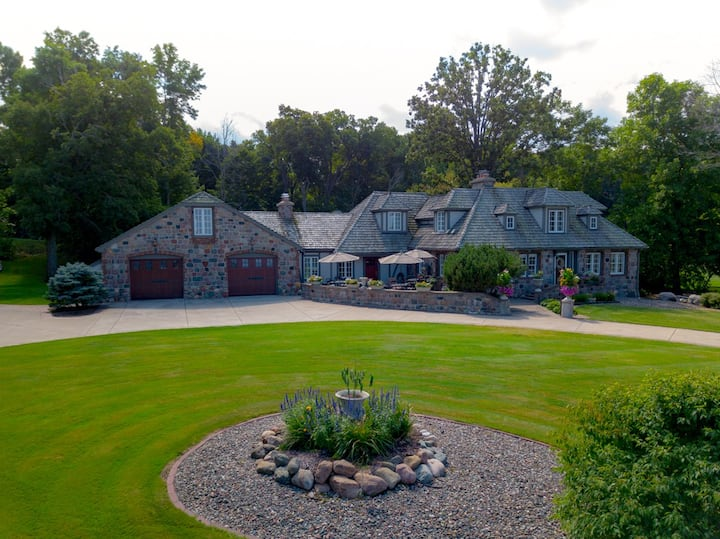 Stone House on the Lake - Mille Lacs Lake Luxury