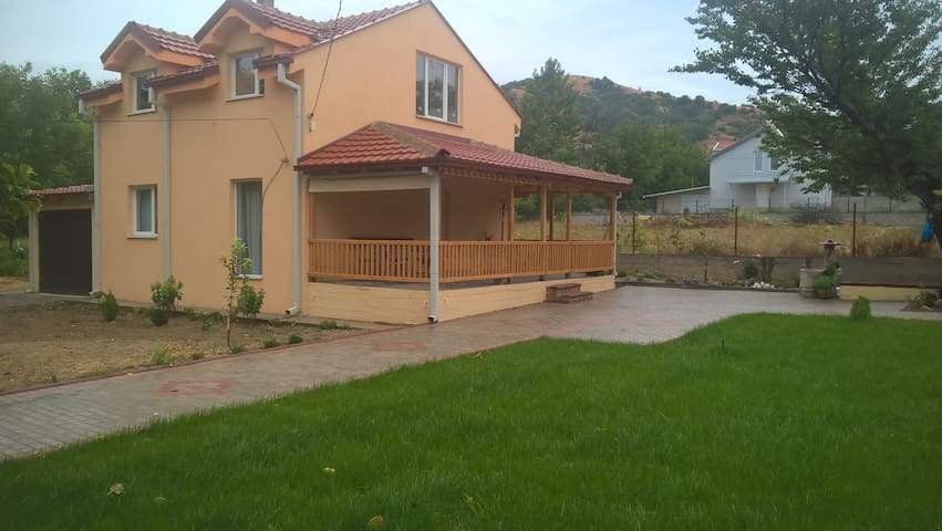 Brand New House Near Motorway 5 Beds 3 Bedrooms
