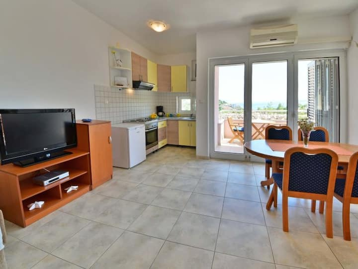 Apartment with sea view near the beach